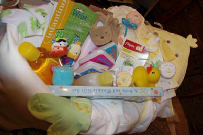 The assembled tub with gifts.